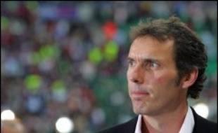 """Le club de football de Nantes a démenti vendredi """"avoir eu des contacts avec Laurent Blanc"""", pressenti pour remplacer l'entraîneur Georges Eo à la trêve, et, dans un communiqué, """"s'insurge contre la désinformation permanente qui déstabilise l'équipe"""", déjà 19e de L1."""