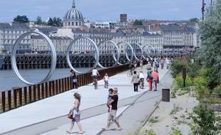 Le quai des Antilles et les anneaux de Buren sur l'île de Nantes. /Credit: SALOM-GOMIS