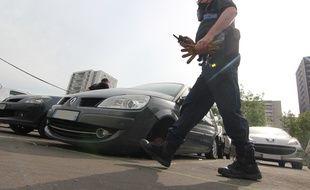 Les policiers ont mené une opération d'ampleur le 3 juin 2020 pour enlever des voitures abandonnées sur des parkings du quartier du Blosne.