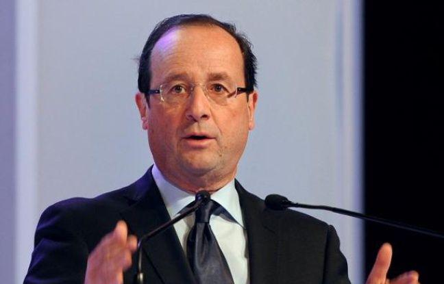 """François Hollande a affiché samedi, à Toulouse puis à Créteil, une image de sérénité en poursuivant sa campagne qui vise à """"rassembler les Français"""", face à l'imminente entrée en lice de Nicolas Sarkozy qui joue """"la division"""" et s'en prend """"aux plus fragiles""""."""