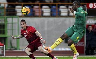 Le défenseur central camerounais Jean-Armel Kana Biyik sous le maillot du Cameroun contre le Portugal.