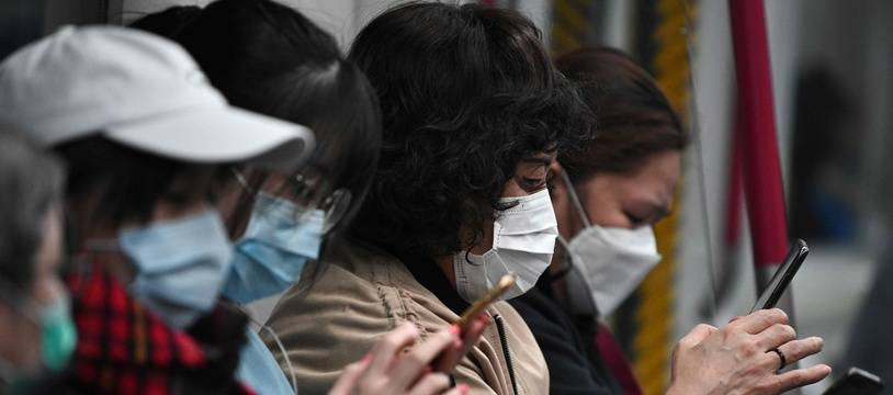 Des usagers du métro de Hong Kong, le 4 février 2020.