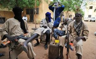 Des combattants du groupe islamiste armé Mouvement pour l'unicité et le djihad en Afrique de l'Ouest (Mujao), le 16 juillet 2012, à Gao (Mali).