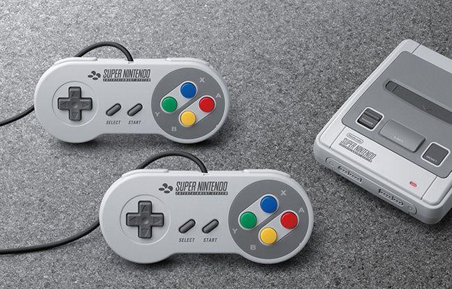On retrouve évidemment les deux manettes de la console, huit des 21 jeux pouvant se jouer à deux.