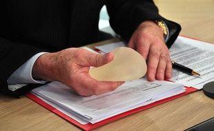 Plateau de l'émission «On en parle», sur LCI pendant un débat sur l'affaires des prothèses mammaires défectueuses, le 31 mai 2010.