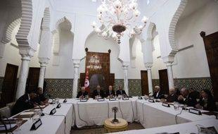 Le Premier ministre tunisien Hamadi Jebali se livrait vendredi à d'ultimes consultations pour former un gouvernement apolitique, contre l'avis de son parti islamiste, alors que le pays connaît sa plus grave crise depuis la révolution.