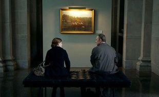 De quoi peuvent-bien parler Frank Underwood (Kevin Spacey) et Zoe Barnes (Kate Mara) dans House of Cards ?