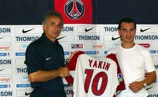 Hakan Yakin lors de sa présentation à la presse le 1er août 2003.
