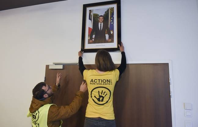 Bretagne: Trois militants en garde à vue pour avoir décroché le portrait d'Emmanuel Macron