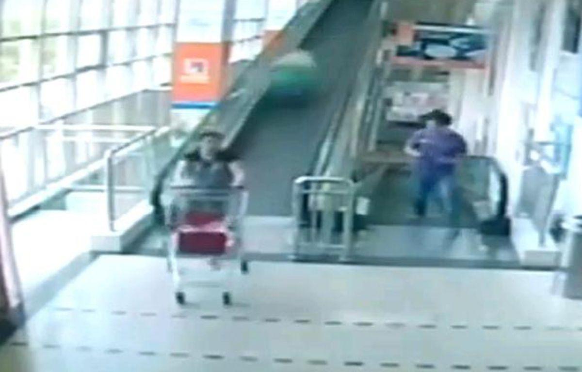 Une femme de 60 ans est morte, en Chine, après avoir été percutée par un caddie lancé à pleine vitesse – Capture d'écran