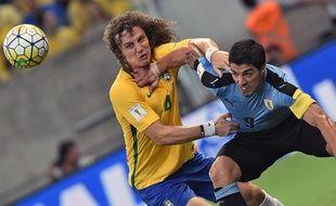 Le Brésilien David Luiz et l'Uruguayen Luis Suarez, le 25 mars 2016.