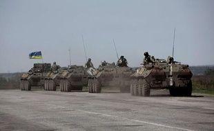 Une colonne de véhicules entre à Sloviansk, dans l'Est de l'Ukraine, le 24 avril 2014.