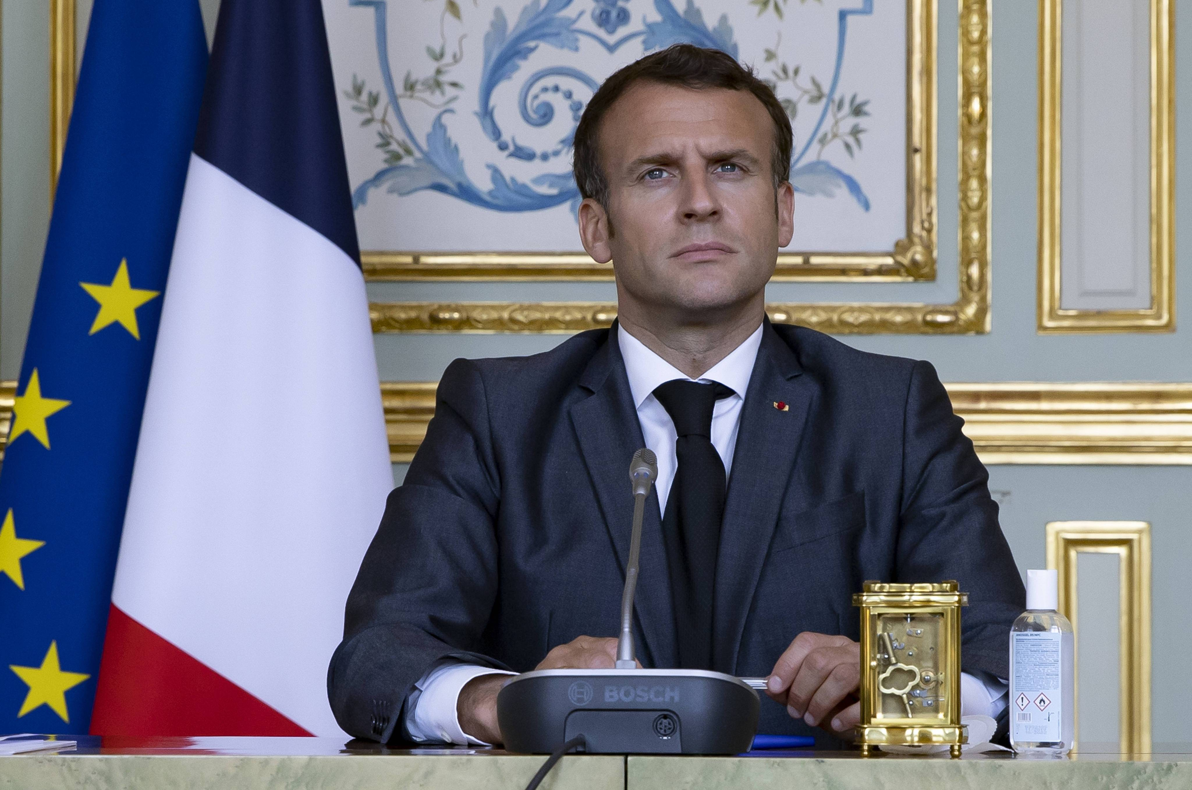 Emmanuel Macron s'interroge sur la situation épidermique.