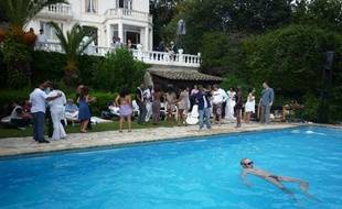 Pool-party à la Villa de Mai, le 16 mai 2010 à Cannes. Saurez-vous y retrouver Harry Roselmack?