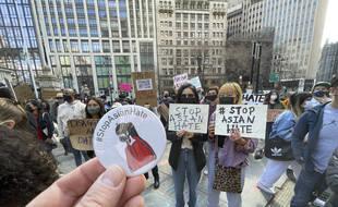 Des manifestations ont eu lieu à travers le monde pour protester contre le racisme anti-asiatique exacerbé par l'épidémie de Covid-19.