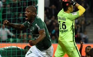 Saint-Etienne's French midfielder Bryan Dabo celebrates after scoring a goal during the French Ligue 1 football match Saint-Etienne (ASSE) vs Metz (FCM) on October 14, 2017, at the Geoffroy Guichard Stadium in Saint-Etienne, central France.  / AFP PHOTO / JEAN-PHILIPPE KSIAZEK