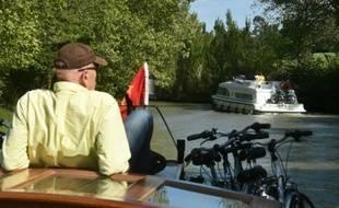 Un touriste américain sur la canal du Midi à Caux-et-Sauzens, en France, le 3 mai 2016