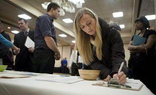 Les nouvelles inscriptions au chômage sont tombées à leur niveau le plus faible depuis avril 2008 aux Etats-Unis, selon des chiffres publiés jeudi à Washington par le département du Travail.