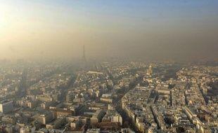 Les niveaux de particules fines sont particulièrement élevés dans l'air en Ile-de-France depuis lundi et le seuil d'alerte a été dépassé jeudi, a indiqué vendredi AirParif dans un communiqué.