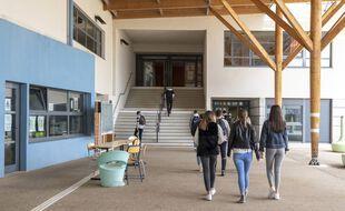 Une sortie de lycée à Sophia-Antipolis (Illustration).