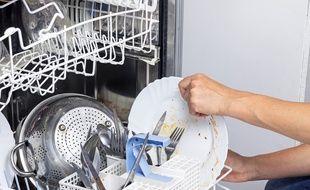 Pensez à rincer les couverts les plus sales avant de les mettre à la machine.