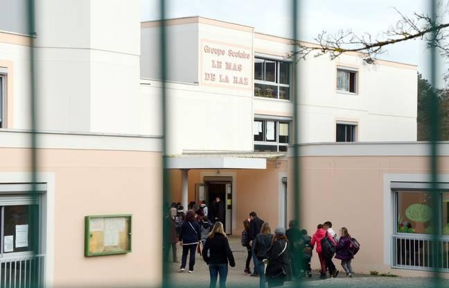 Des enfants et parents a l'entree de l'ecole elementaire du Mas De La Raz. Villefontaine : un directeur d'ecole soupconne de viols sur des eleves. Le directeur d'une ecole primaire de la commune nord-iseroise de Villefontaine, souponne de viols sur mineurs, a ete interpelle et place en garde a vue. Credit:ALLILI MOURAD/SIPA
