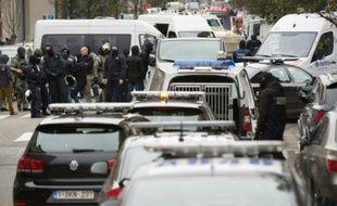 Opération policière dans le quartier populaire de Molenbeek en Belgique, le 16 novembre 2015