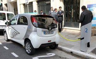 Le gouvernement doit annoncer la semaine prochaine de nouvelles mesures de soutien à la voiture électrique, notamment sur les bornes de recharge.