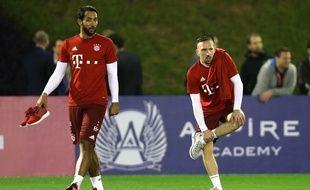 Franck Ribéry et Medhi Benatia à l'entraînement avec le Bayern Munich lors du stade au Qatar, le 6 janvier 2016.
