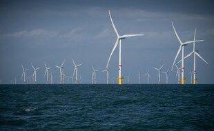 Plusieurs éoliennes construites par le consortium ENECO au large d'Ostende, sur la côte belge, photographiées le 25 octobre 2019.