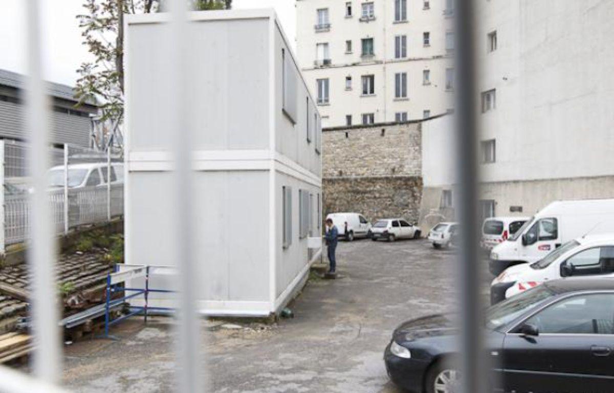 Installation d'une salle de shoot expérimentale pour la consommation de stupéfiants (cocaine, crack, heroine, métadone) dans un ancien local SNCF boulevard de La Chapelle à Paris, le 30 mai 2013. – A. GELEBART / 20 MINUTES