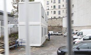 Installation d'une salle de shoot expérimentale pour la consommation de stupéfiants (cocaine, crack, heroine, métadone) dans un ancien local SNCF boulevard de La Chapelle à Paris, le 30 mai 2013.