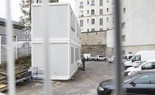 Installation d'une salle de shoot pour la consommation de stupéfiants (cocaine, crack, heroine, métadone) dans un ancien local SNCF boulevard de La Chapelle à Paris, le 30 mai 2013.