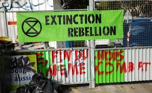 Une banderole d'Extinction Rebellion à Paris, le 10 octobre 2019.