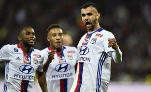 Rachid Ghezzal, ici félicité par Aldo Kalulu et Corentin Tolisso suite à son but en fin de rencontre dans le derby.