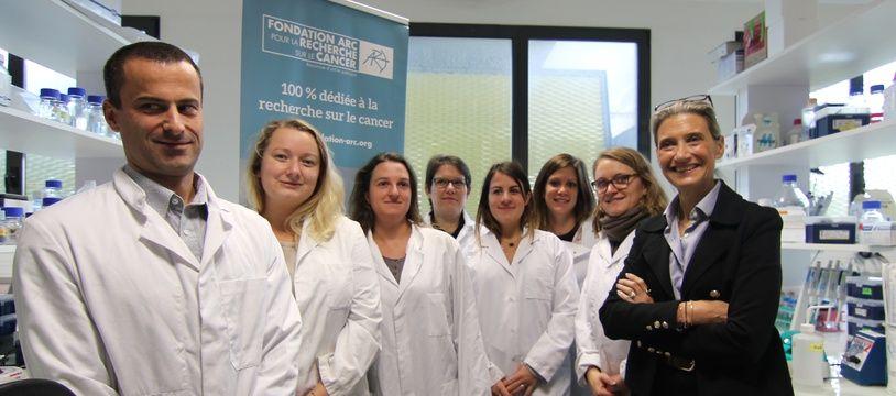 La chercheuse en génétique rennaise Marie-Dominique Galibert mène des travaux sur le mélanome, aussi appelé cancer de la peau. Ici avec son équipe de l'institut de génétique et de développement.
