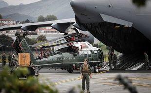 L'hélicoptère Marine One est arrivé mardi à l'aéroport de Fontarrabie.