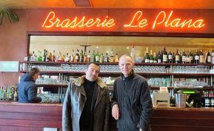 Stéphane Barry (à gauche) et Jean-Luc Bobet, au comptoir du Plana