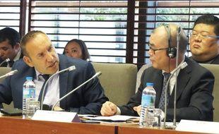 Salvatore Castigilone, vice-président des Hauts-de-France (à gauche) et Zhu Guoxian, représentant de la Province du Zhejiang, en Chine.