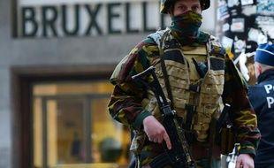 Un soldat belge dans les rues de Bruxelles, le 22 mars 2016