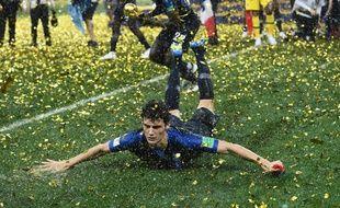 Benjamin Pavard fête la victoire des Bleus en coupe du monde