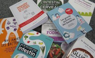 Illustration de livres sur le sujet des intestins, le 25 février 2016.