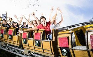 Cobac Parc compte une quarantaine d'attractions, dont le train corsaire.