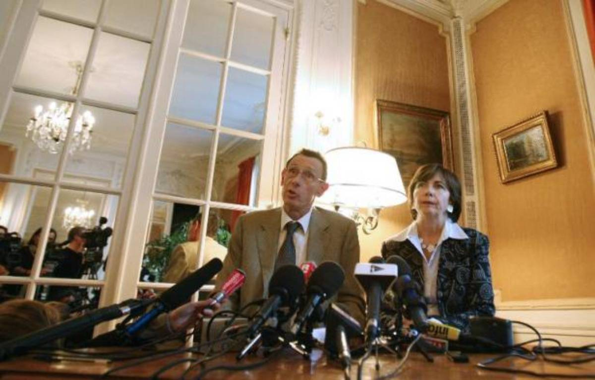 Les parents du petit Grégory Villemin, assassiné en 1984 à l'âge de 4 ans, veulent porter plainte contre le Festival de Jazz de Montreux qui a utilisé sa photo par mégarde pour illustrer une publicité, a déclaré mercredi leur avocat. – Joel Saget AFP