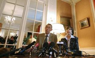 Les parents du petit Grégory Villemin, assassiné en 1984 à l'âge de 4 ans, veulent porter plainte contre le Festival de Jazz de Montreux qui a utilisé sa photo par mégarde pour illustrer une publicité, a déclaré mercredi leur avocat.