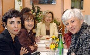 """Marie-Claire Carrère-Gée, élue UMP du XIVe arrondissement de Paris, qui n'a pas reçu l'investiture de son parti dans sa circonscription, annonce lundi qu'elle se présentera quand même, déplorant avoir été victime d'un """"délit de mariage"""" lors des choix des candidats."""