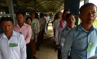 """Les deux derniers hauts dirigeants Khmers rouges vivants ont """"tué pour le pouvoir"""", quitte à """"déshumaniser"""" et transformer le Cambodge en """"pays d'esclaves"""" sous un régime qui a fait deux millions de morts, a accusé vendredi le parquet."""