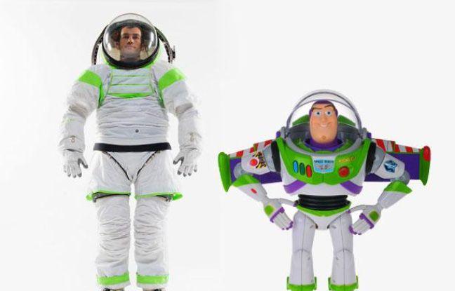 La nouvelle combinaison créée par la Nasa, la Z-1 (à gauche), ressemble fortement à celle de Buzz L'Eclair, le célèbre personnage de «Toy Story».