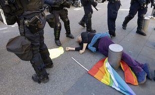 La manifestante Geneviève Legay après sa chute, le 23 mars 2019 à Nice
