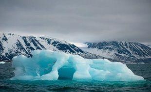 Ils ont beau avoir été peinturlurés et bombardés après le naufrage du Titanic, même surveillés comme le lait sur le feu par des radars et des satellites, les icebergs restent toujours une menace pour la navigation cent ans plus tard
